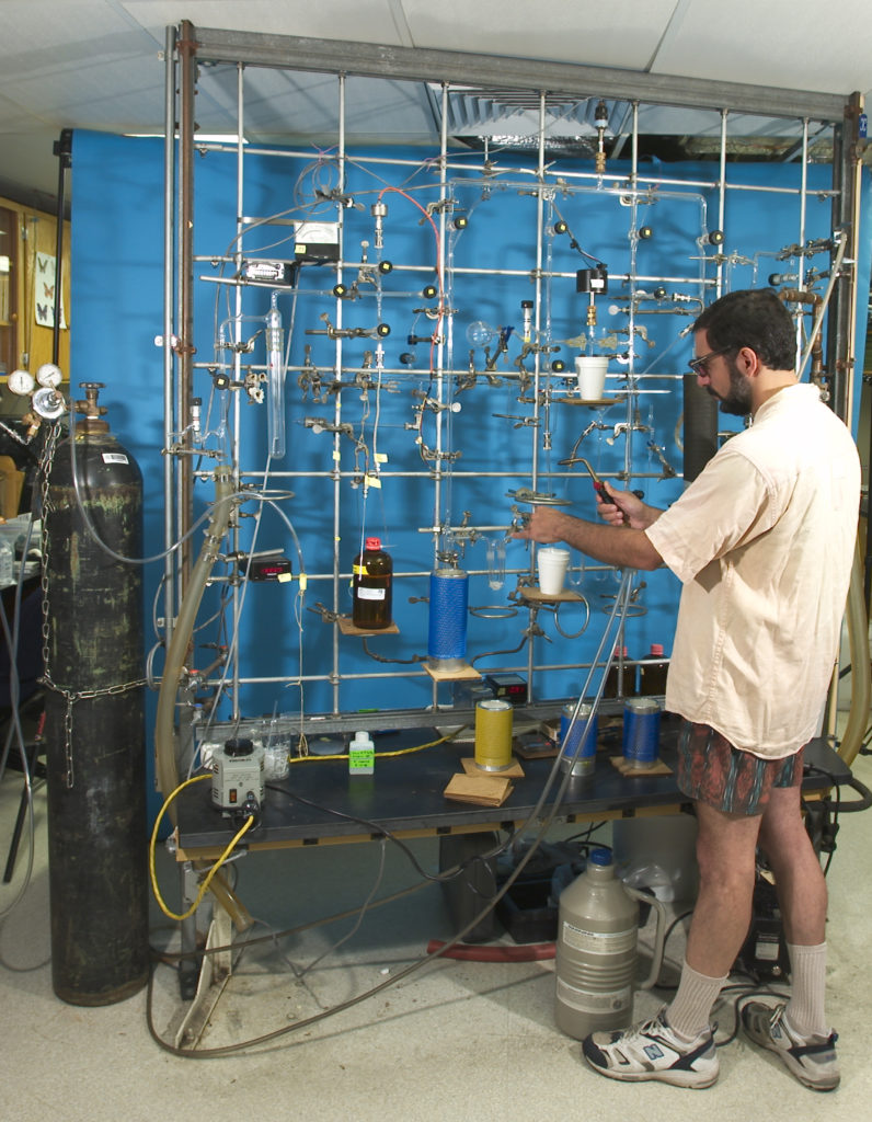 Noel Gurwick extracting inorganic carbon from groundwater in a laboratory